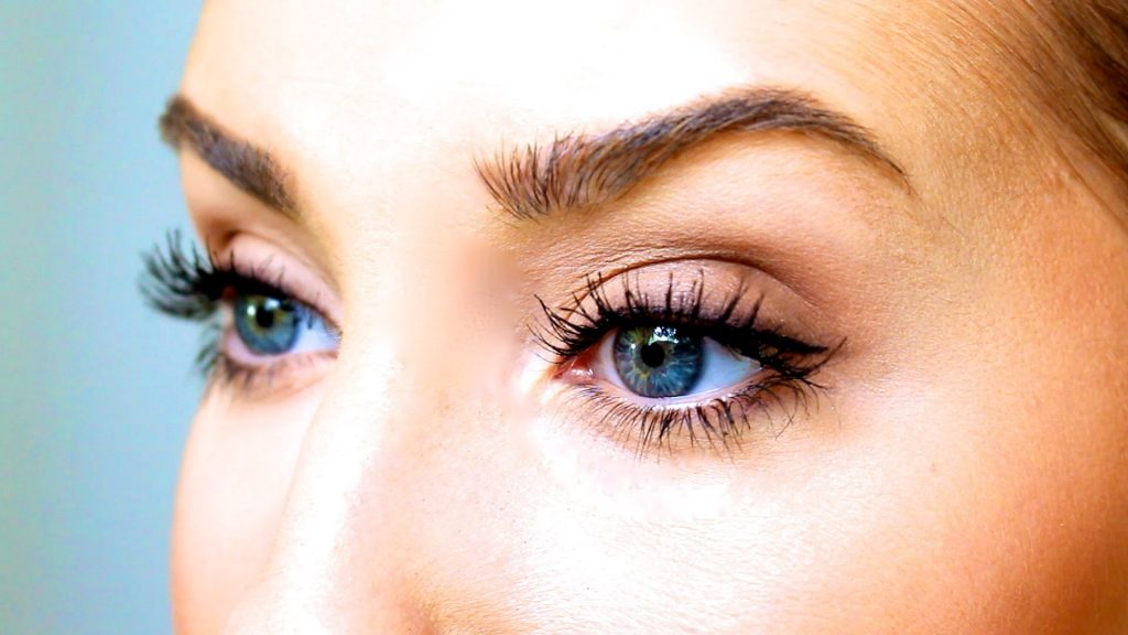 lashes 1024x576 - Eyelash Blog & Beauty Tips